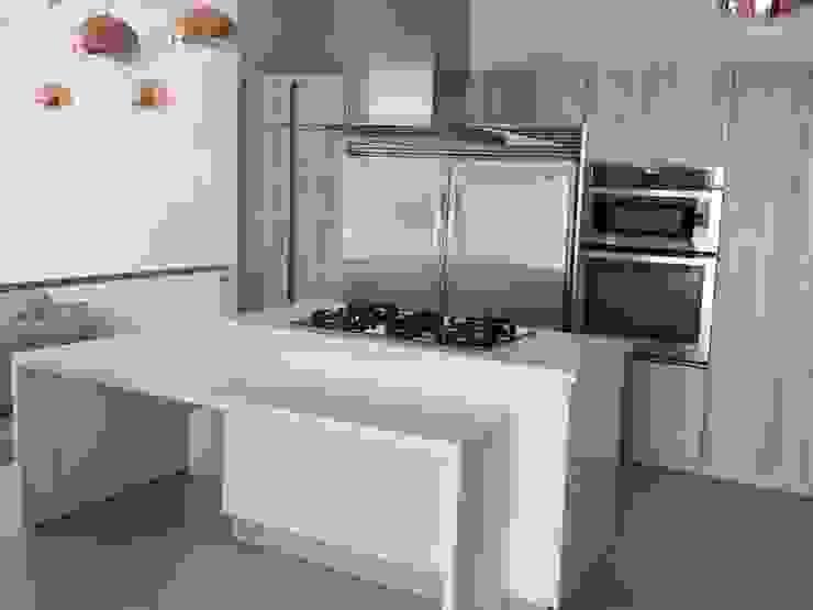 COCINA EN ZAMORA MICHOACAN : Cocinas equipadas de estilo  por La Central Cocinas Integrales S.A de C.V,