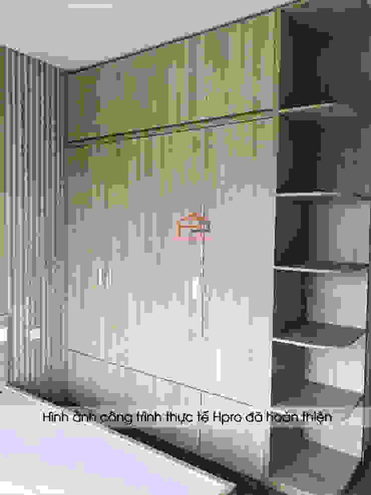 Hình ảnh thực tế nội thất phòng ngủ master gỗ melamine nhà anh Nam - Ecopark: hiện đại  by Nội thất Hpro, Hiện đại