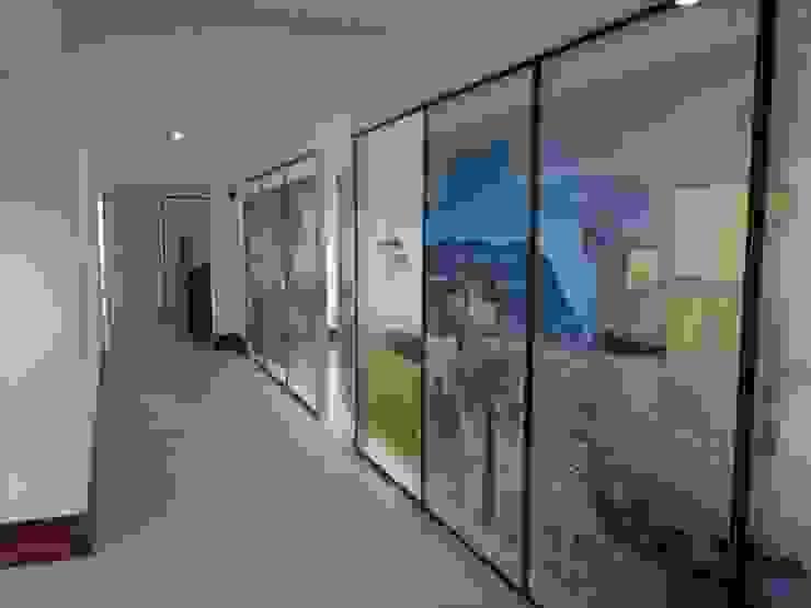 De Todo En Aluminio Pareti & Pavimenti in stile moderno Vetro