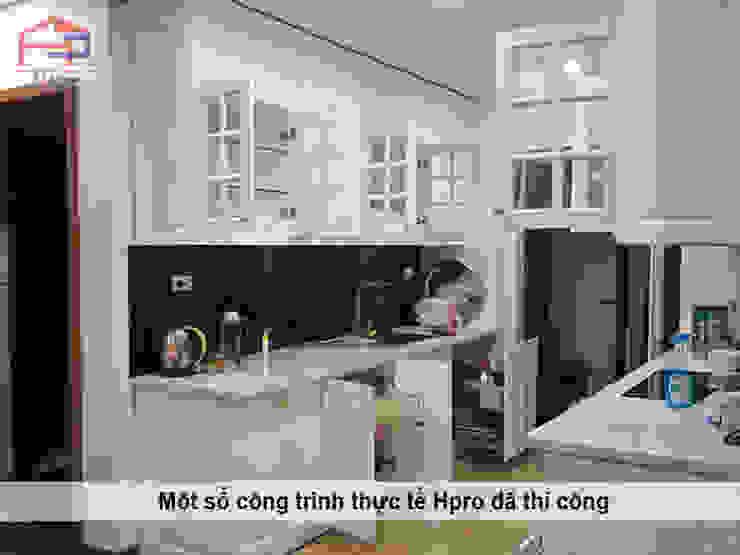 Hình ảnh thực tế bộ tủ bếp MDF lõi xanh sơn trắng phong cách tân cổ điển nhà chị Hoa - Kim Giang: scandinavian  by Nội thất Hpro, Bắc Âu