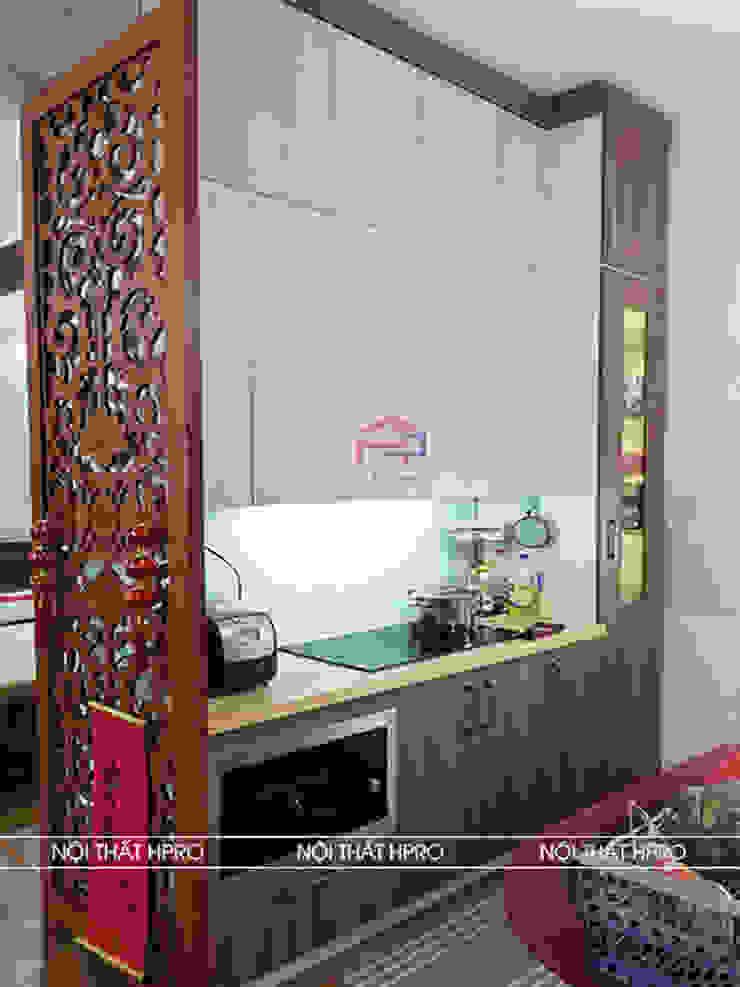 Hình ảnh thực tế bộ tủ bếp gỗ melamine nhà chị Thoa - Tây Hồ: hiện đại  by Nội thất Hpro, Hiện đại