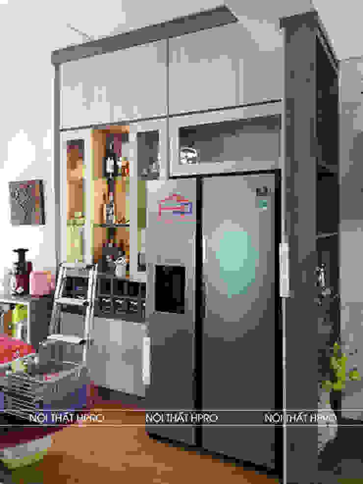 Hình ảnh thực tế tủ rượu gỗ melamine nhà chị Thoa - Tây Hồ: hiện đại  by Nội thất Hpro, Hiện đại
