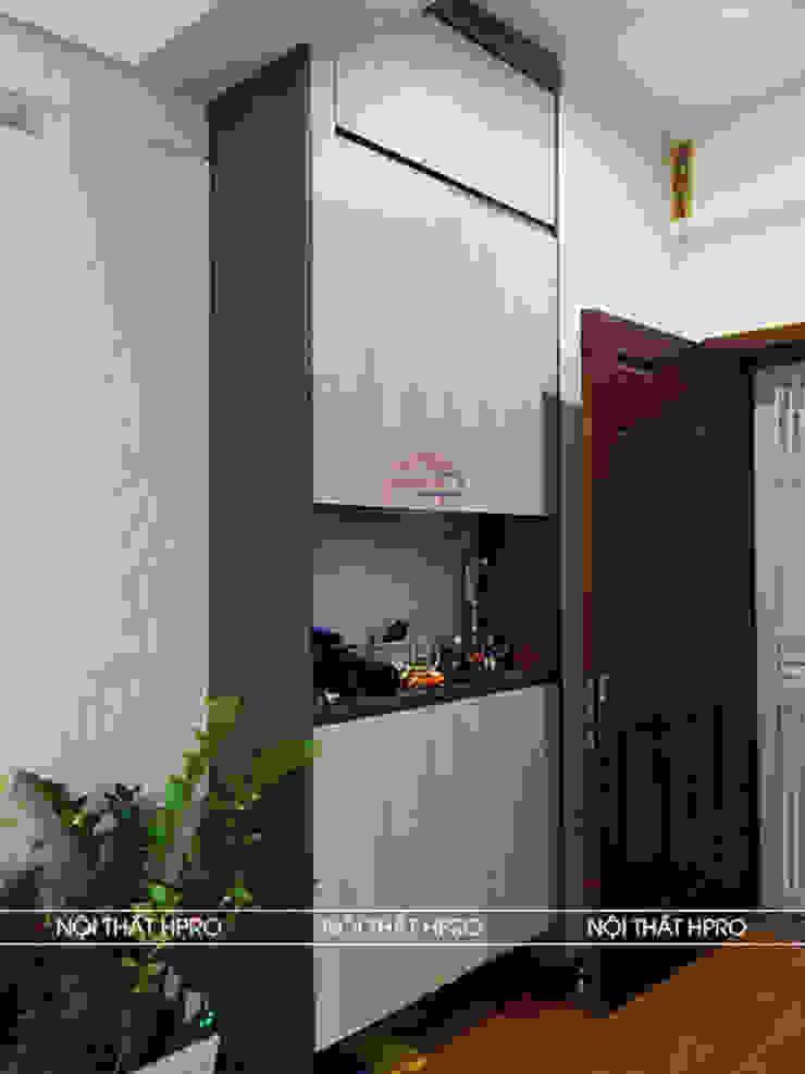 Hình ảnh thực tế tủ giày gỗ melamine nhà chị Thoa - Tây Hồ: hiện đại  by Nội thất Hpro, Hiện đại