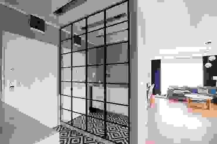 Martyna Szulist Ingresso, Corridoio & Scale in stile moderno Ferro / Acciaio Grigio