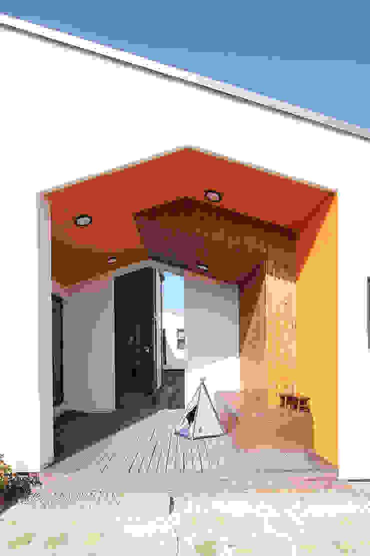 by 주택설계전문 디자인그룹 홈스타일토토 Modern Solid Wood Multicolored