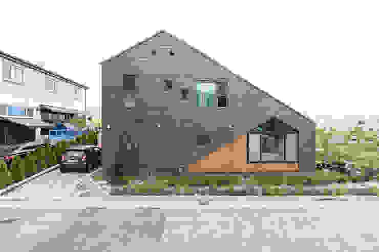 세종시주택 외관 (쿠파슬레이트 적용) by 주택설계전문 디자인그룹 홈스타일토토 모던 슬레이트