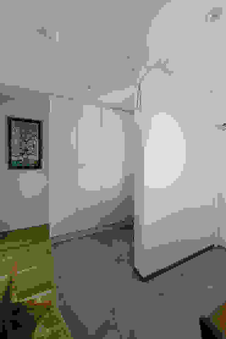 Scandinavian style corridor, hallway& stairs by ELD INTERIOR PRODUCTS Scandinavian