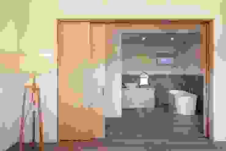 Modern Bathroom by (주)건축사사무소 더함 / ThEPLus Architects Modern