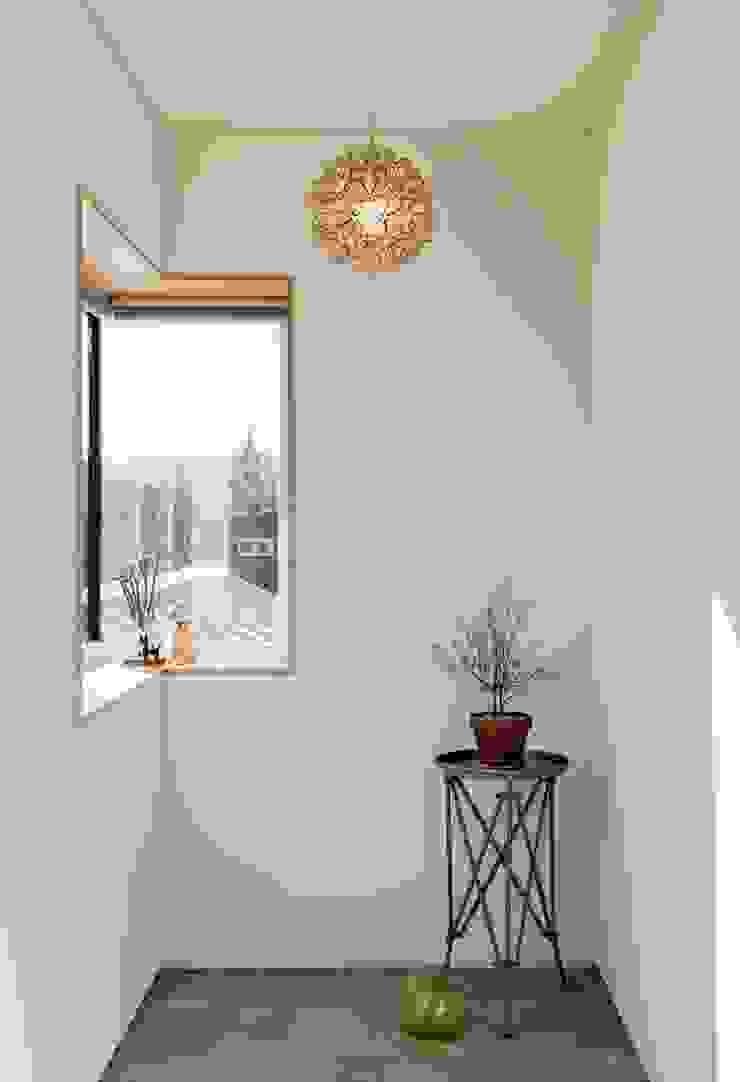 Modern Dressing Room by (주)건축사사무소 더함 / ThEPLus Architects Modern