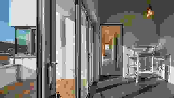Modern Conservatory by (주)건축사사무소 더함 / ThEPLus Architects Modern
