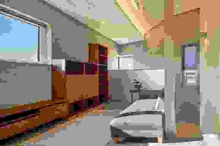 Modern Living Room by (주)건축사사무소 더함 / ThEPLus Architects Modern