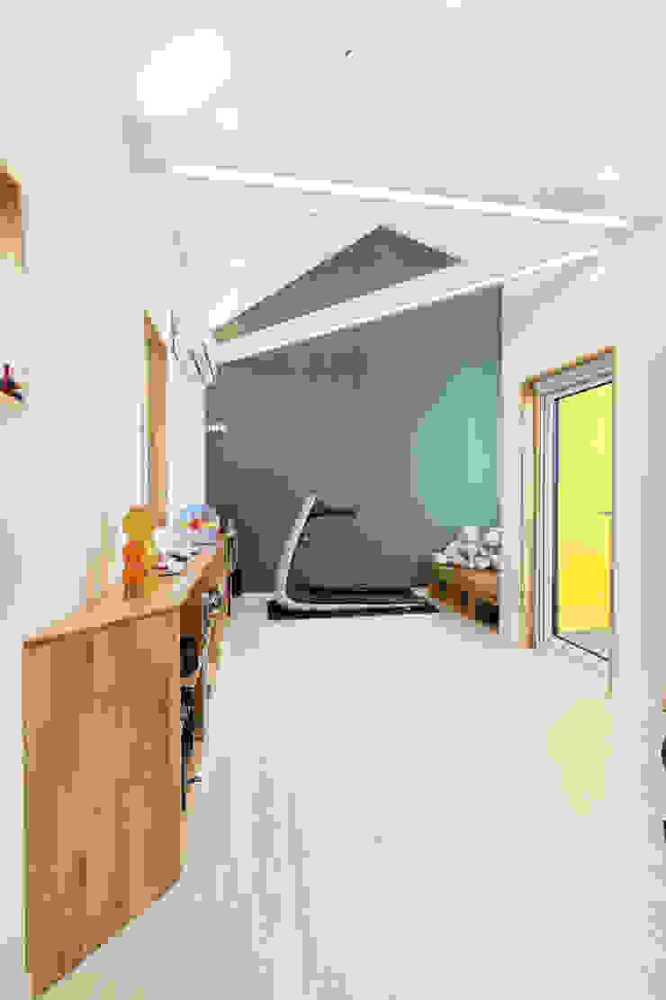 대전 탑립동주택 2층 가족실 모던스타일 거실 by 주택설계전문 디자인그룹 홈스타일토토 모던 우드 우드 그레인