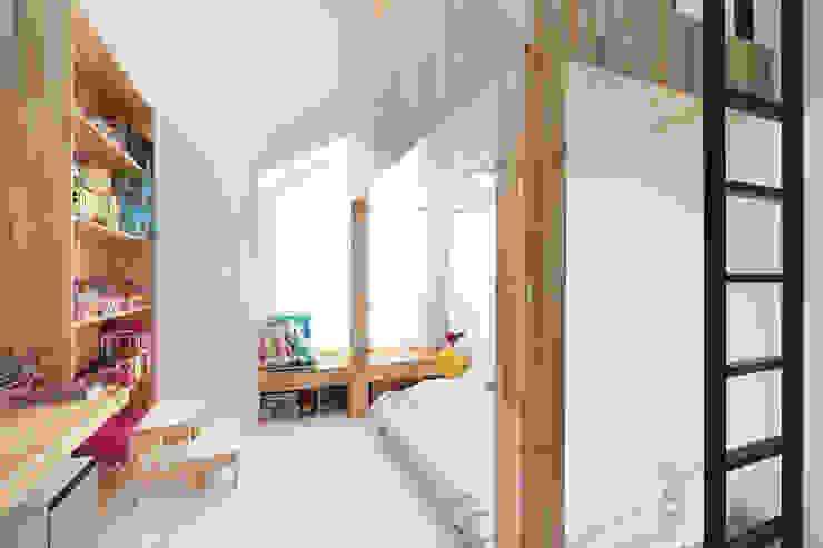 대전 탑립동주택 2층 자녀방 (다락포함) by 주택설계전문 디자인그룹 홈스타일토토 모던 우드 우드 그레인