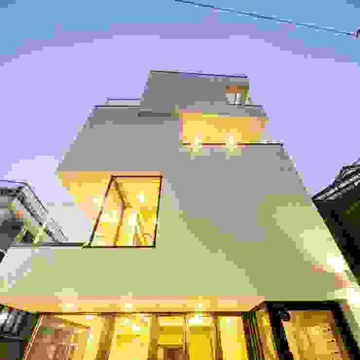서교동 협소상가 '달고나' 모던스타일 주택 by (주)건축사사무소 더함 / ThEPLus Architects 모던