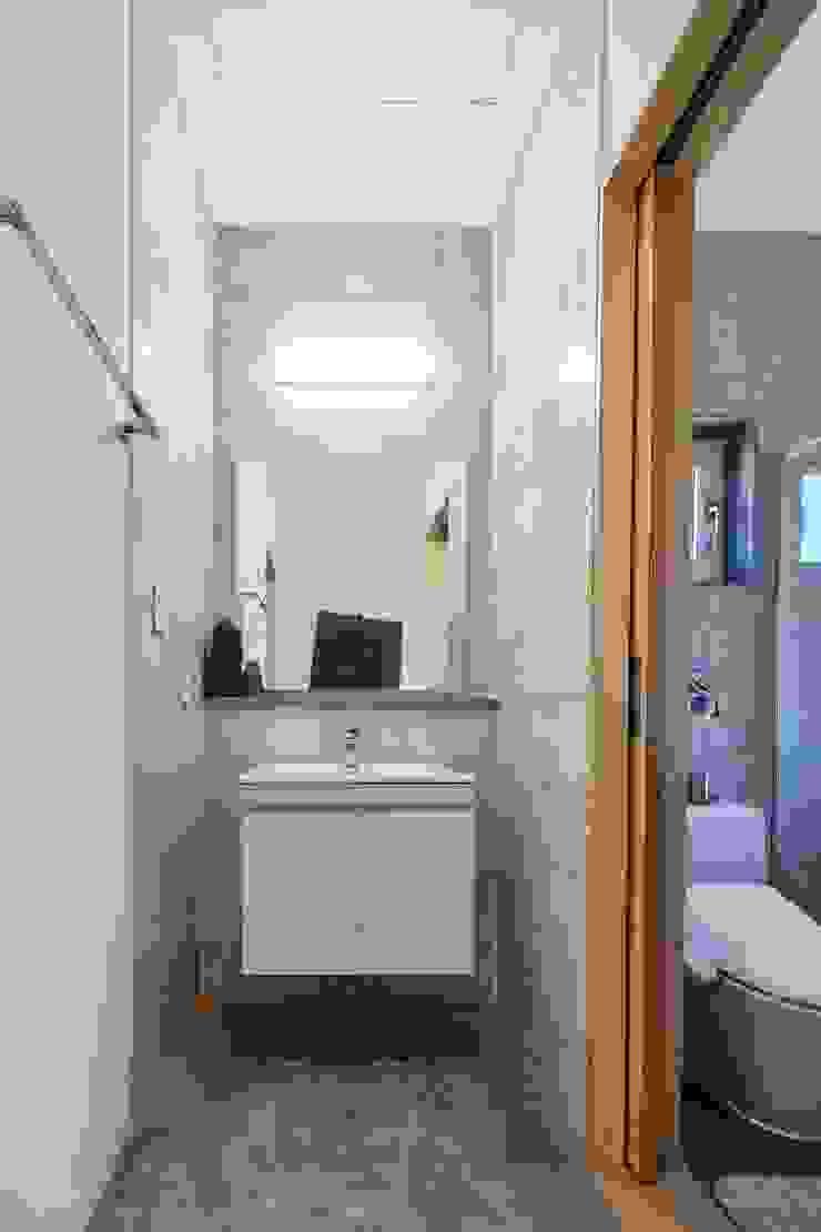 태안 신두리 해안 단독주택 '서리재' 컨트리스타일 욕실 by (주)건축사사무소 더함 / ThEPLus Architects 컨트리