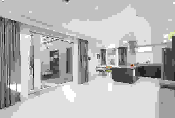 Modern living room by 주택설계전문 디자인그룹 홈스타일토토 Modern Bricks