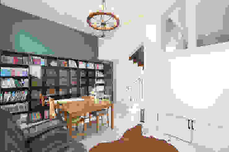 Modern study/office by 주택설계전문 디자인그룹 홈스타일토토 Modern Bricks