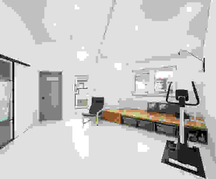 주택설계전문 디자인그룹 홈스타일토토 Modern living room Concrete White