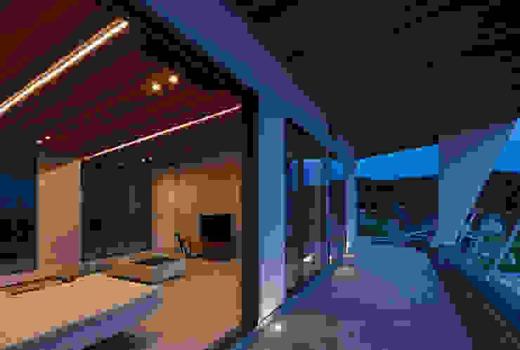 Hiên, sân thượng phong cách hiện đại bởi Architect Show Co.,Ltd Hiện đại