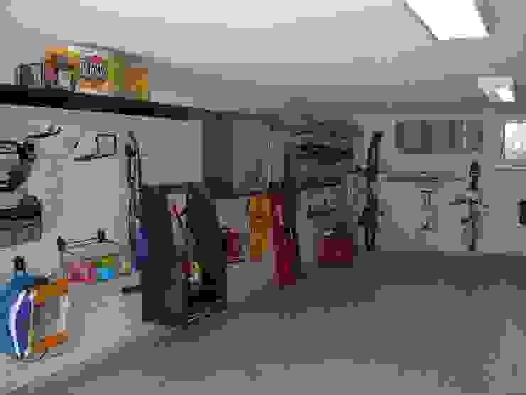 ARREDAMENTI PER GARAGE GLADIATORWORX SAGL - info@gladiatorworx.ch Garage/Rimessa in stile moderno