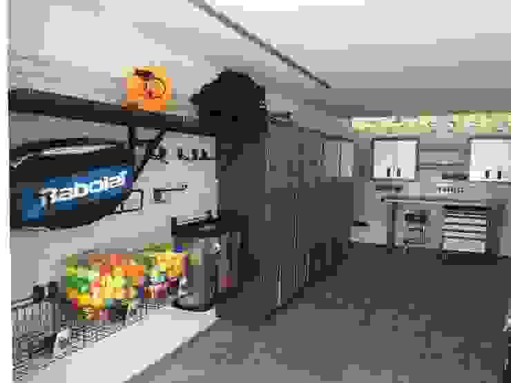 ESEMPIO DI ARREDAMENTO GARAGE GLADIATORWORX SAGL - info@gladiatorworx.ch Garage/Rimessa in stile moderno