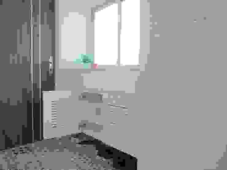 Corredores e halls de entrada  por ISQ 質の木系統家具,