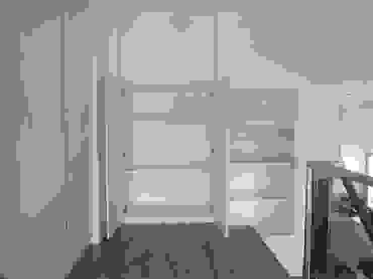 Minimalist bedroom by ISQ 質の木系統家具 Minimalist