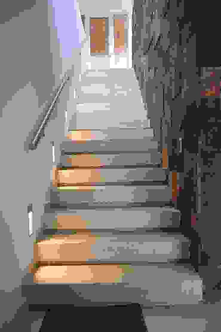 Casa 97A - Escalera Terraza de TALLER 11 Arquitectos Moderno Piedra
