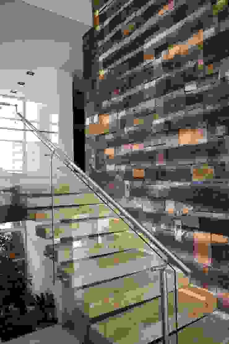 Escalera Principal de TALLER 11 Arquitectos Moderno Mármol