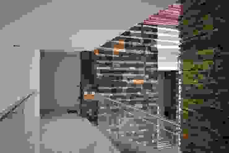 Puente habitaciones Pasillos, vestíbulos y escaleras de estilo moderno de TALLER 11 Arquitectos Moderno Mármol