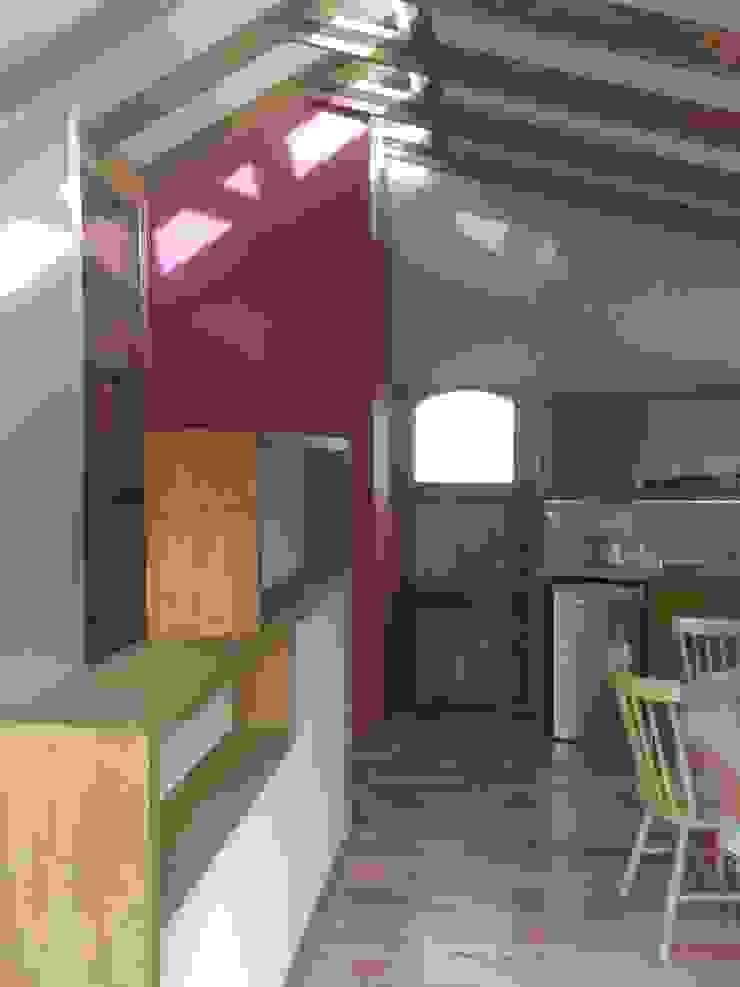 Minimalist corridor, hallway & stairs by BE ARQUITECTOS Minimalist