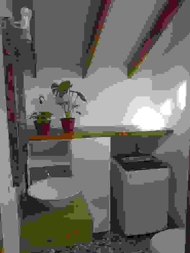 Minimalist style bathroom by BE ARQUITECTOS Minimalist