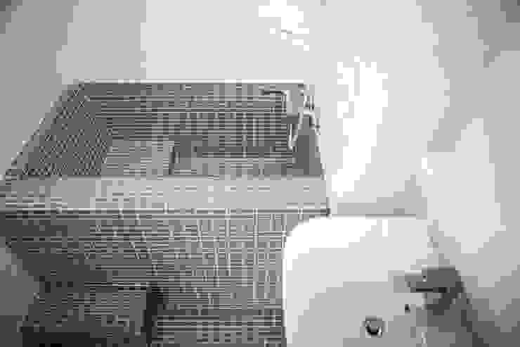 Scandinavian style bathroom by 주식회사 큰깃 Scandinavian