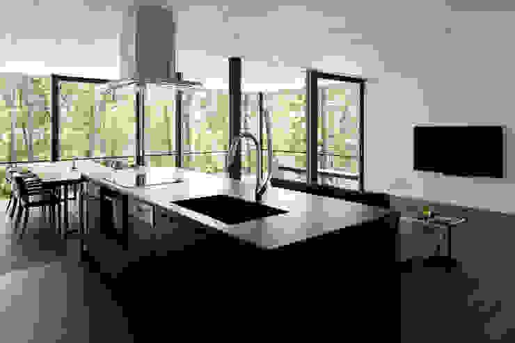 atelier137 ARCHITECTURAL DESIGN OFFICE Cocinas equipadas Cerámico Negro