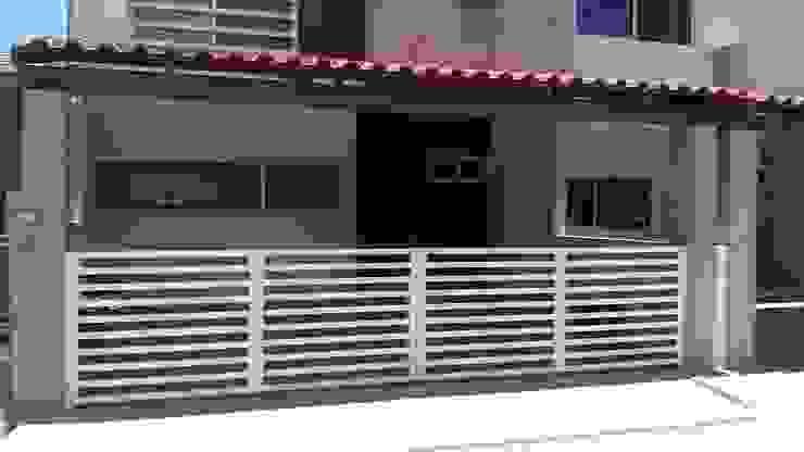 ENGO MANUFACTURAS METALICAS Minimalist houses Iron/Steel White