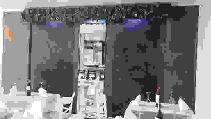 Muro llorón doble en roca natural de Creart Acabados Moderno