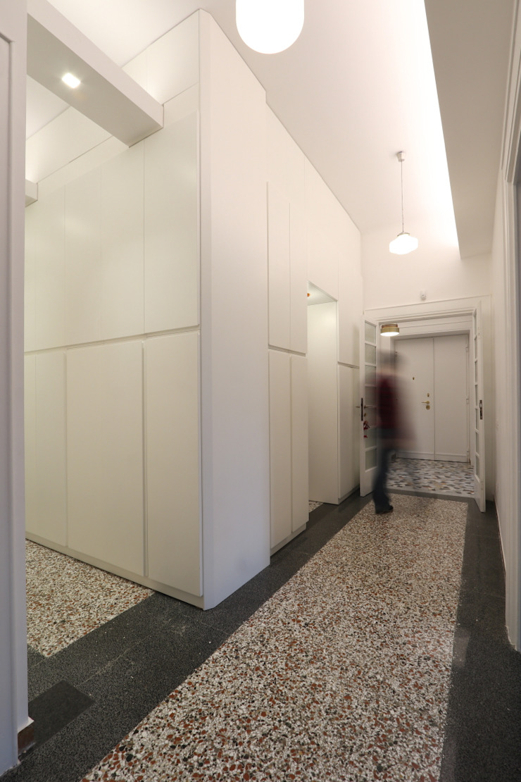 Daniele Arcomano Modern corridor, hallway & stairs White