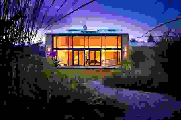 Einbruchschutz zahlt sich aus – nicht nur in der Urlaubszeit: Sicherheit rund ums Haus Moderne Fenster & Türen von Kneer GmbH, Fenster und Türen Modern