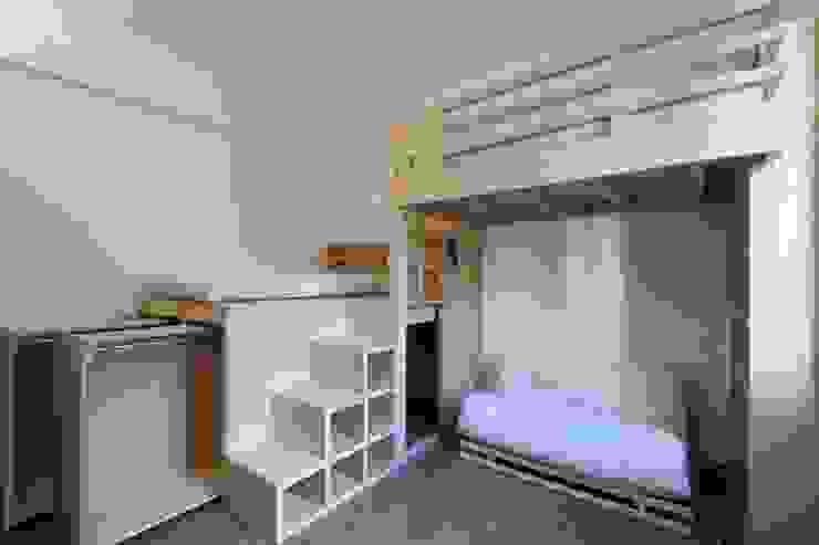 Camera da letto delle figlie di Daniele Arcomano Moderno