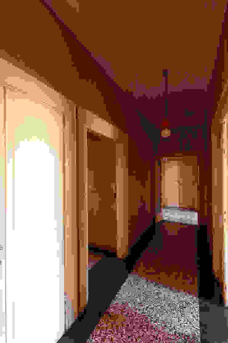 Foto ante operam corridoio verso ingresso di Daniele Arcomano Moderno