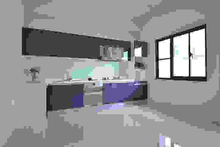 Muebles de cocinas de estilo  por houseda,