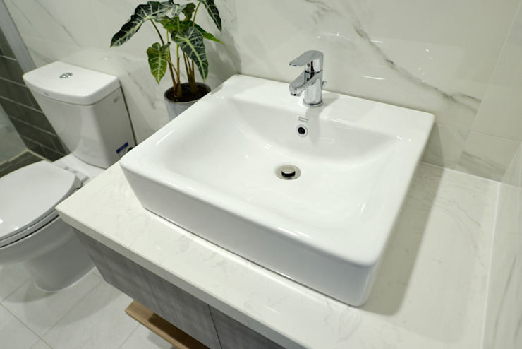 Baños de estilo moderno de houseda Moderno Cerámico