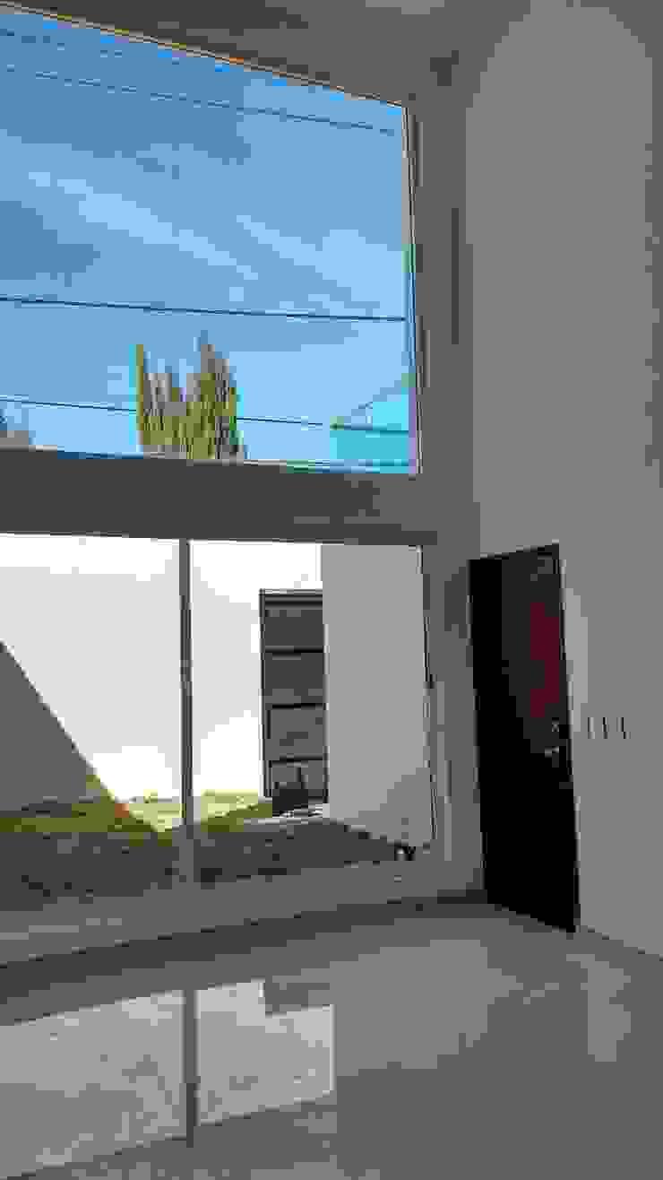 Ruang Keluarga Modern Oleh TRASSO ATELIER Modern