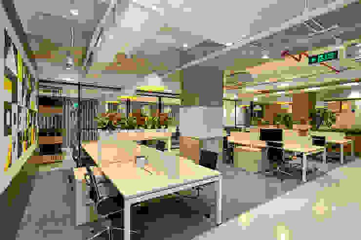 Thiết Kế Thi Công Nội Thất Văn Phòng BESPOKIFY FASHION-TECH ĐÀ NẴNG 2 bởi Dandelion Design Construction Hiện đại