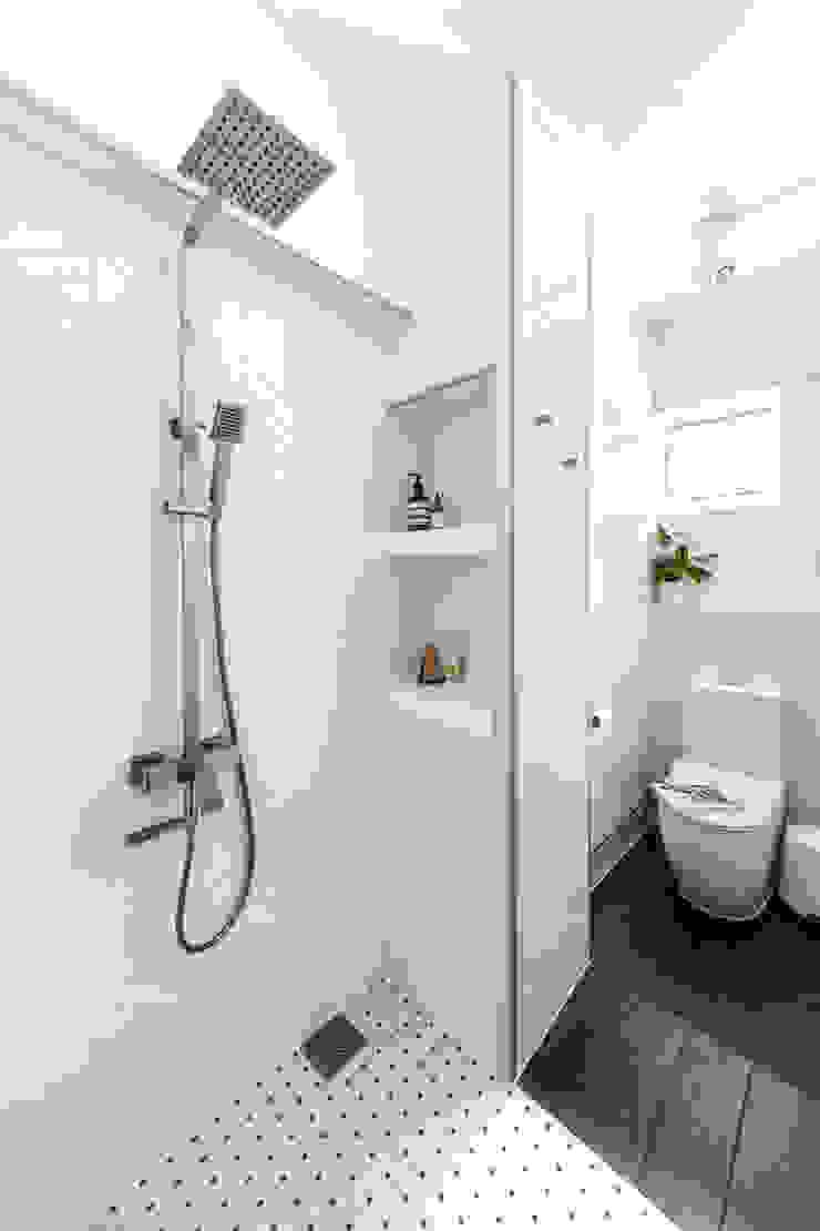 Bathroom Distinctidentity Pte Ltd 現代浴室設計點子、靈感&圖片