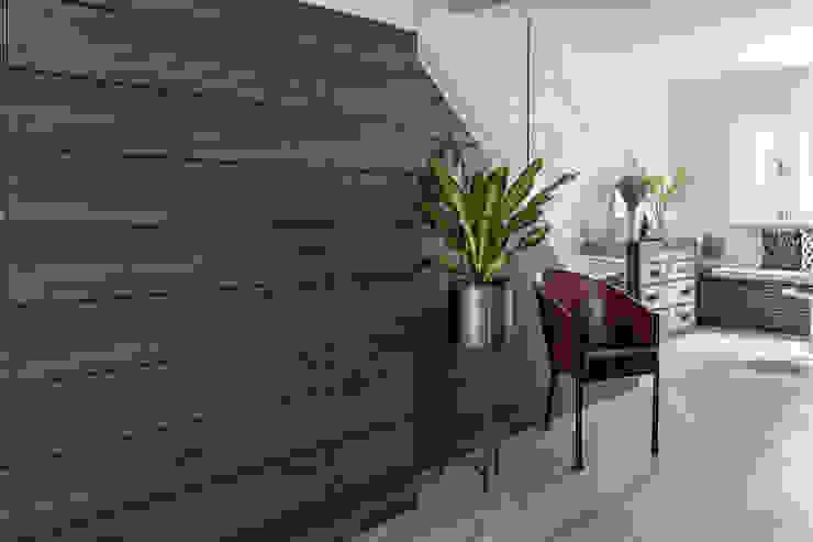 Entrance Hall Modern corridor, hallway & stairs by Distinctidentity Pte Ltd Modern