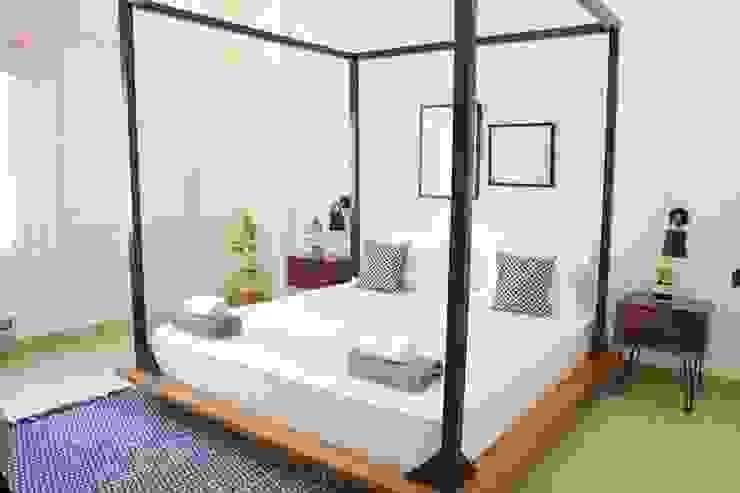 flamingo architects BedroomBeds & headboards