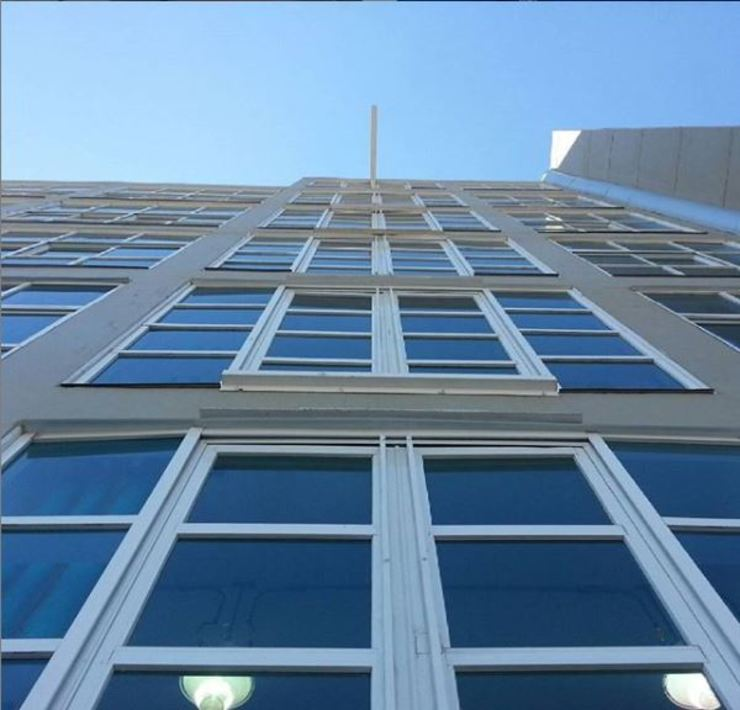 INALUV Diseño y Soluciones Puertas y ventanas de estilo industrial Aluminio/Cinc Blanco