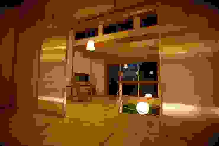 Phòng học/văn phòng phong cách Bắc Âu bởi 株式会社高野設計工房 Bắc Âu