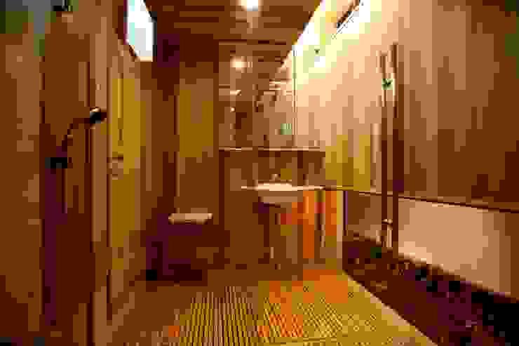 Phòng tắm phong cách Bắc Âu bởi 株式会社高野設計工房 Bắc Âu
